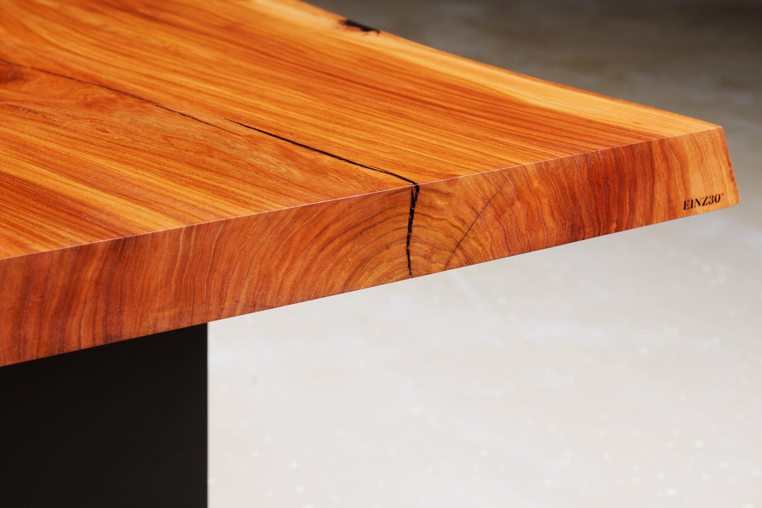 einz30 holzwerkhof massivholztisch aus ge lter ulme. Black Bedroom Furniture Sets. Home Design Ideas
